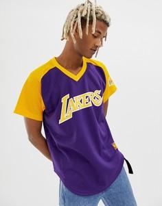 Фиолетовая футболка с V-образным вырезом и принтом LA Lakers Mitchell & Ness - Фиолетовый