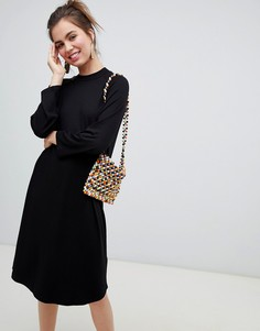 Черное трикотажное платье-футболка миди Monki - Черный