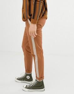 Светло-коричневые зауженные брюки с лентой по бокам ASOS DESIGN - Бежевый