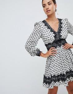 Платье мини с узором и кружевной отделкой Forever New - Мульти