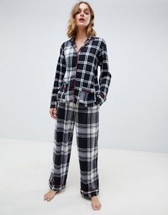 Подарочный набор из флисовой пижамы в клетку с разрезами на лацканах и длинными рукавами DKNY - Черный