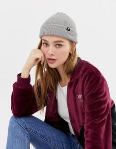 Серая шапка-бини в рубчик с логотипом adidas Originals - Серый