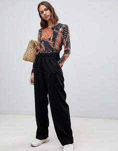 Черные прямые брюки Weekday - Черный
