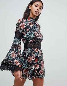Чайное платье с высоким воротом, цветочным принтом и кружевом Missguided - Мульти