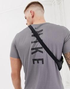 Фиолетовая футболка с принтом на спине Nike Running Miler Tech 928307-036 - Фиолетовый