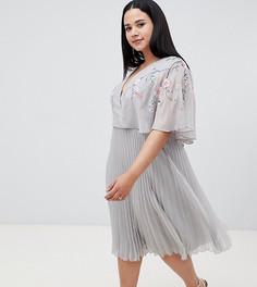 Платье миди с рукавами клеш и вышивкой ASOS DESIGN Curve - Мульти