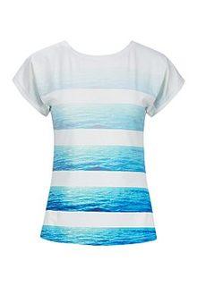 Женская футболка La Reine Blanche