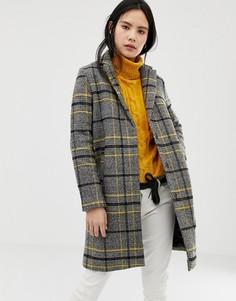Пальто в клетку QED London - Серый