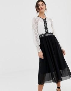 Монохромное платье-футляр с длинными рукавами и кружевной вставкой TFNC - Мульти