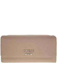 Бежевый кошелек с логотипом бренда Guess