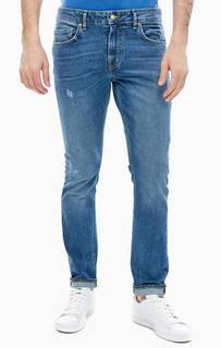 Зауженные джинсы с потертостями и заломами Chris Guess