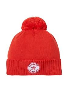 Красная шапка с помпоном и нашивкой Perfect Moment