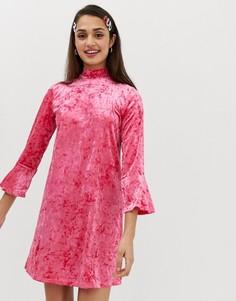 Бархатное платье с расклешенными рукавами Monki - Розовый