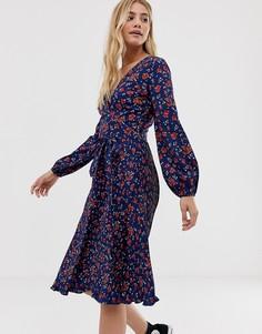 Платье миди с цветочным принтом, плиссированной юбкой и поясом Influence - Темно-синий