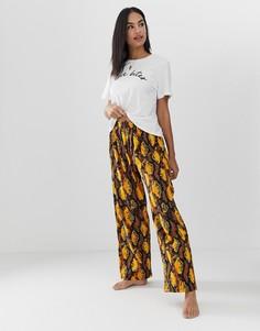 Пижама с брюками, змеиным принтом и надписью love bites ASOS DESIGN - Мульти