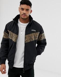 Черная куртка с флисовыми вставками с леопардовым принтом Bershka - Черный