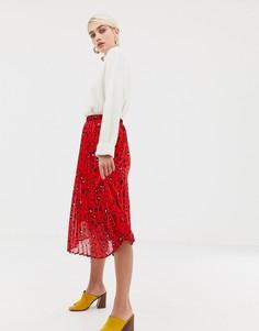 Плиссированная юбка с абстрактным леопардовым принтом Selected Femme - Красный