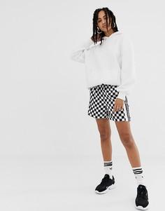Шорты в черно-белую клетку adidas Originals - Черный