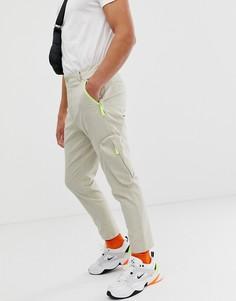 Бежевые зауженные брюки-карго с карманами на молнии ASOS DESIGN - Светло-бежевый