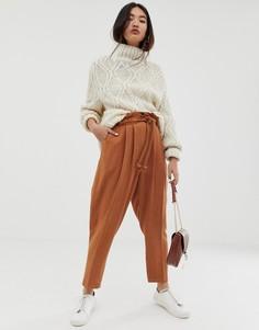 Льняные зауженные брюки с веревочным поясом ASOS DESIGN gutsy - Коричневый
