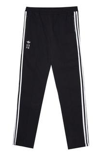 Спортивные брюки с лампасами и логотипами Adidas
