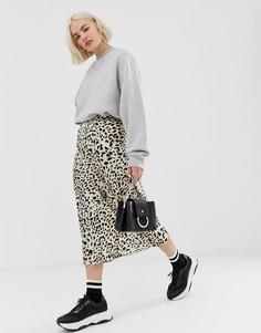 Атласная юбка миди с леопардовым принтом New Look - Коричневый