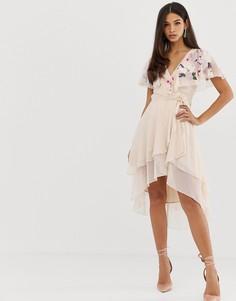 Платье миди с вышивкой, кейпом и удлиненным краем ASOS DESIGN - Розовый