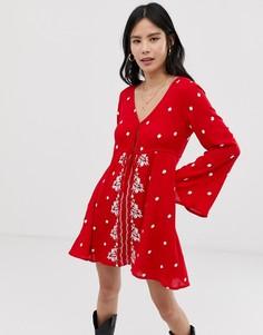 Свободное платье с вышивкой Kiss The Sky - Красный