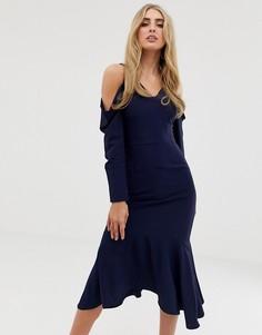 Струящееся платье миди с открытыми плечами и драпировкой Lavish Alice - Темно-синий