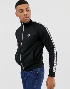 Черная спортивная куртка с отделкой лентой Fred Perry - Черный