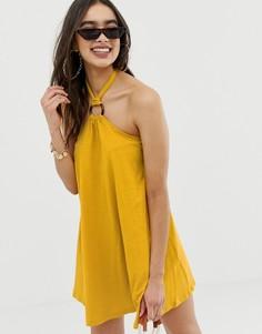 Свободное платье мини с халтером и черепаховым кольцом ASOS DESIGN - Желтый