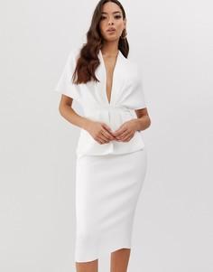Платье миди с глубоким вырезом и баской ASOS DESIGN - Белый