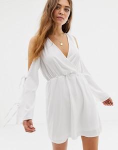 Короткое приталенное платье Glamorous - Белый