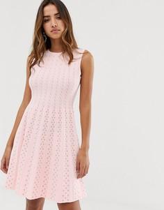 Вязаное короткое приталенное платье с расклешенной юбкой Ted Baker - Розовый
