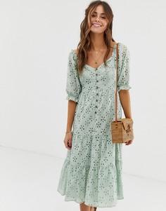 Ярусное платье миди с пуговицами и вышивкой ришелье ASOS DESIGN - Зеленый
