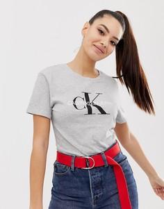 Футболка классического кроя с логотипом Calvin Klein core - Серый
