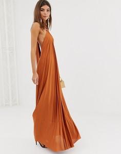 Плиссированное платье-халтер макси с кольцом ASOS DESIGN - Коричневый