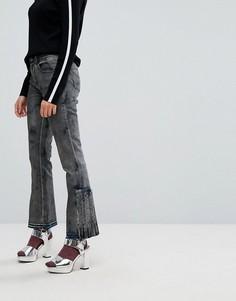 Укороченные расклешенные джинсы с распущенными краями и складками Iceberg - Черный