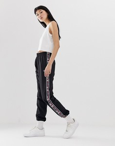 Спортивные брюки с отделкой лентой Champion - Черный