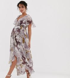 Платье макси с цветочным принтом в стиле пэтчворк и кейпом ASOS DESIGN Maternity - Мульти