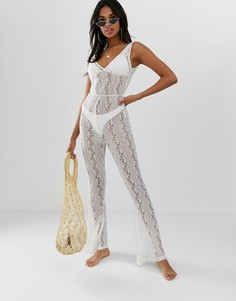 Кружевной пляжный комбинезон с глубоким декольте и брюками-клеш ASOS DESIGN - Белый