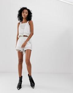 Джинсовые шорты с бахромой и вышитыми снежинками Blank NYC - Белый