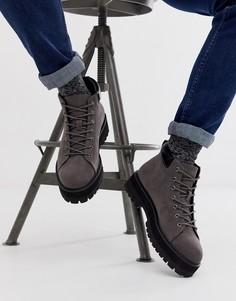 Серые ботинки на шнуровке из искусственной замши на массивной подошве ASOS DESIGN - Серый
