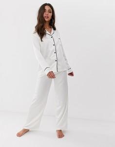 Пижама из атласной рубашки с длинными рукавами и брюк кремового цвета Bluebella - Белый