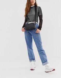 Сумка с принтом на широком ремешке Calvin Klein - Черный