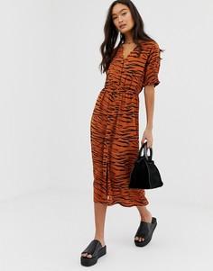 Платье миди со сборками на рукавах, пуговицами спереди и тигровым принтом Influence - Мульти