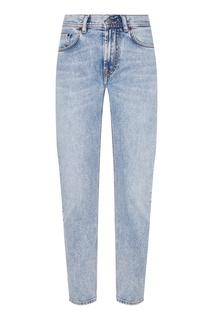 Голубые джинсы из «вареного» денима Acne Studios