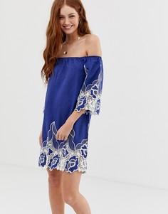 Платье с открытыми плечами и цветочной вышивкой Glamorous - Синий
