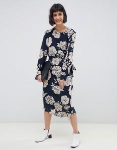 Платье миди с запахом и цветочным принтом Selected Fritzi - Темно-синий