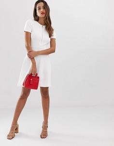 Белое короткое приталенное платье на молнии с кружевной вставкой на спине Morgan - Белый